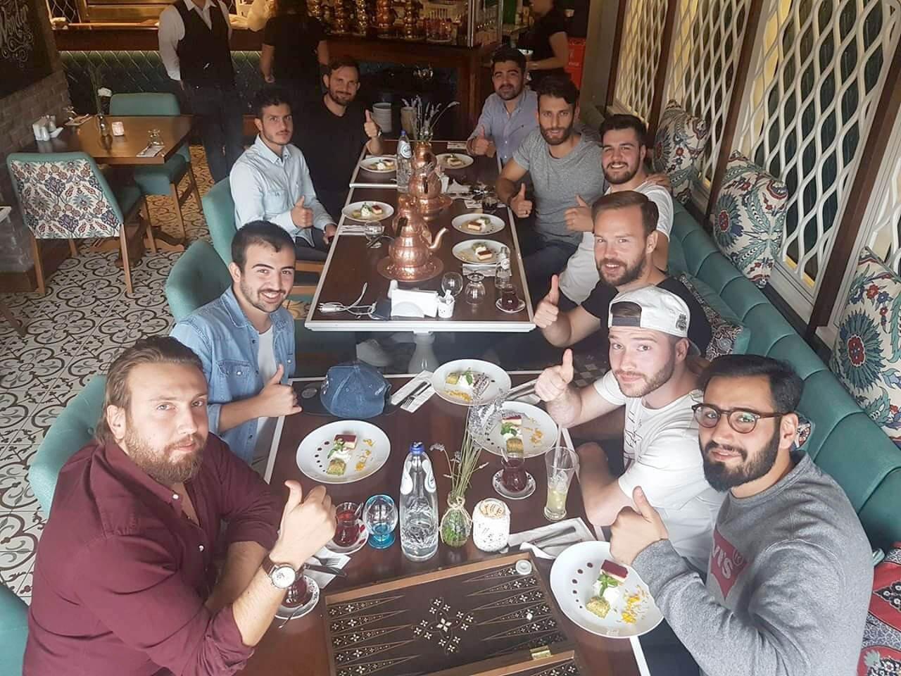 Gezellig met het team eten bij Turquoise meating