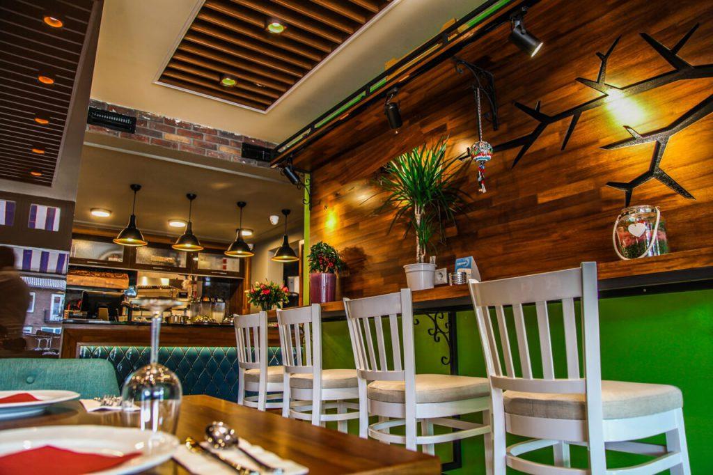 Turquoise-Meating-lekker-genieten-van-een-drankje-aan-de-bar