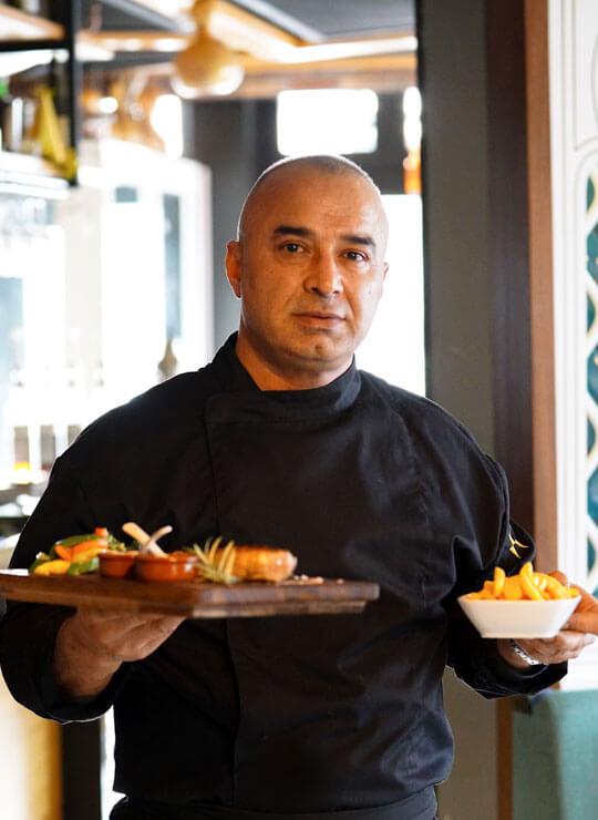 De-beste-steaks-in-Amsterdam-worden-bij-Turquoise-Meating-door-Mustafa-Ayranci-gemaakt